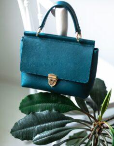 Vsestranska ženska torbica