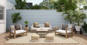 Hidroizolacija prelepe moderne terase z udobnimi sedeži, prelepimi raslinskimi okraski in rjavim lesenim podom.